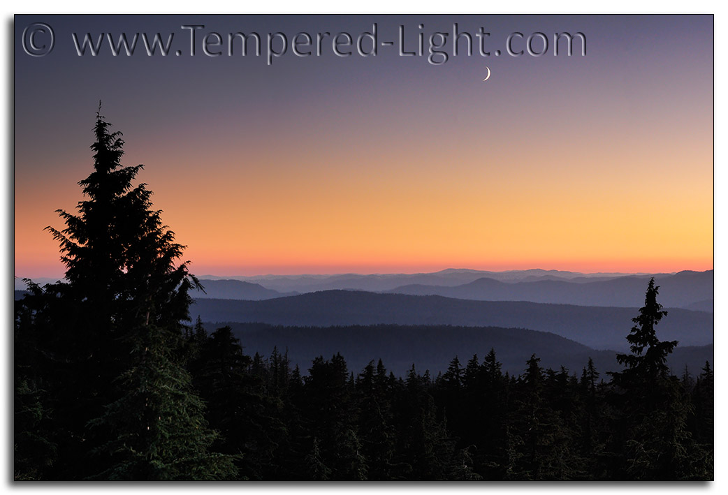 Crescent Moonset over South Cascades